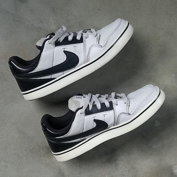 promo code ad61f 361ab Classic Nike SB Dunk Low Pro Shoes. M 5b92d7ac951996eee7e1a369